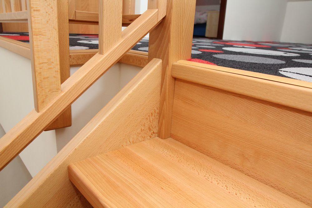Bukové samonosné schodiště