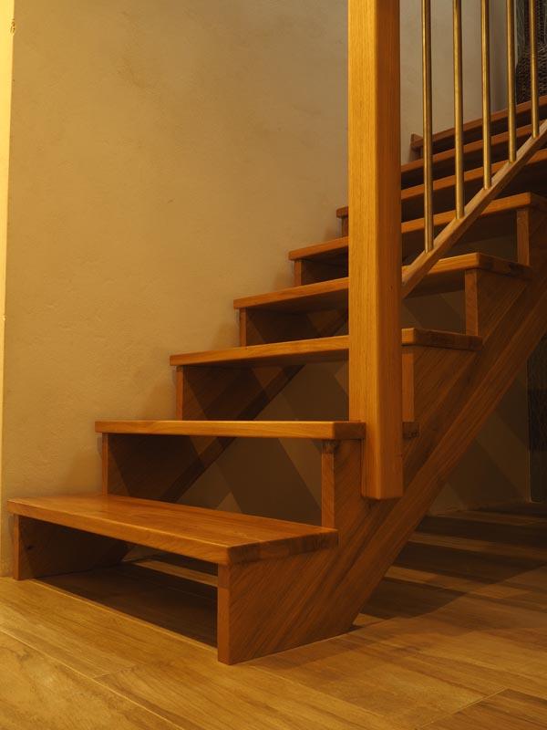 Sedlové dubové schodiště