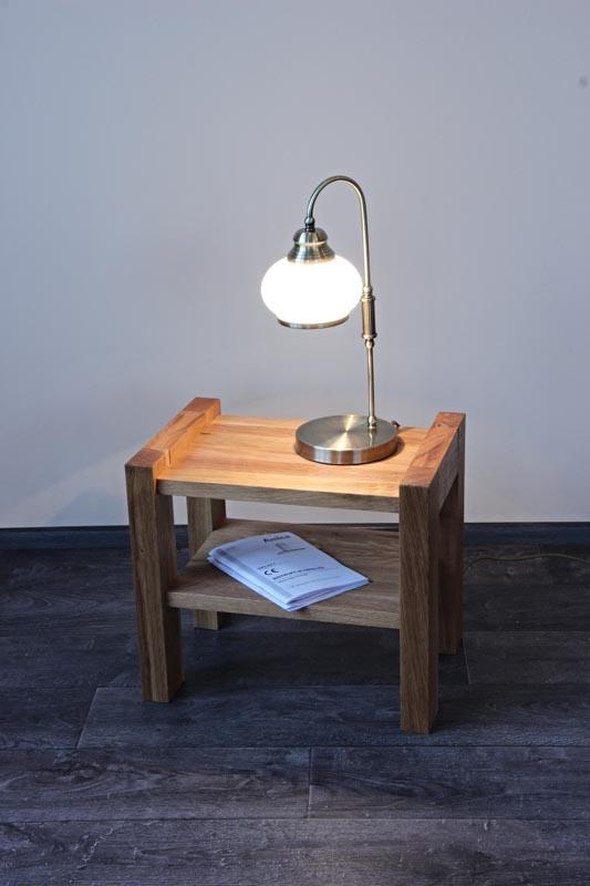 Noční stolek jako doplněk k posteli
