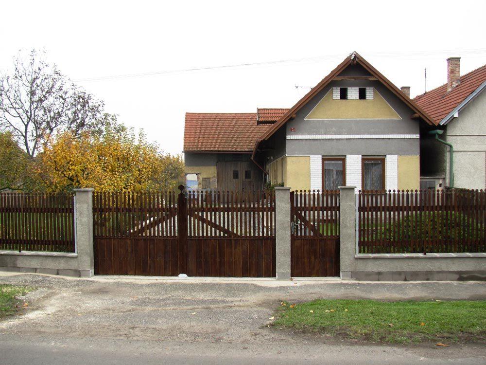 Selská vrata s brankou