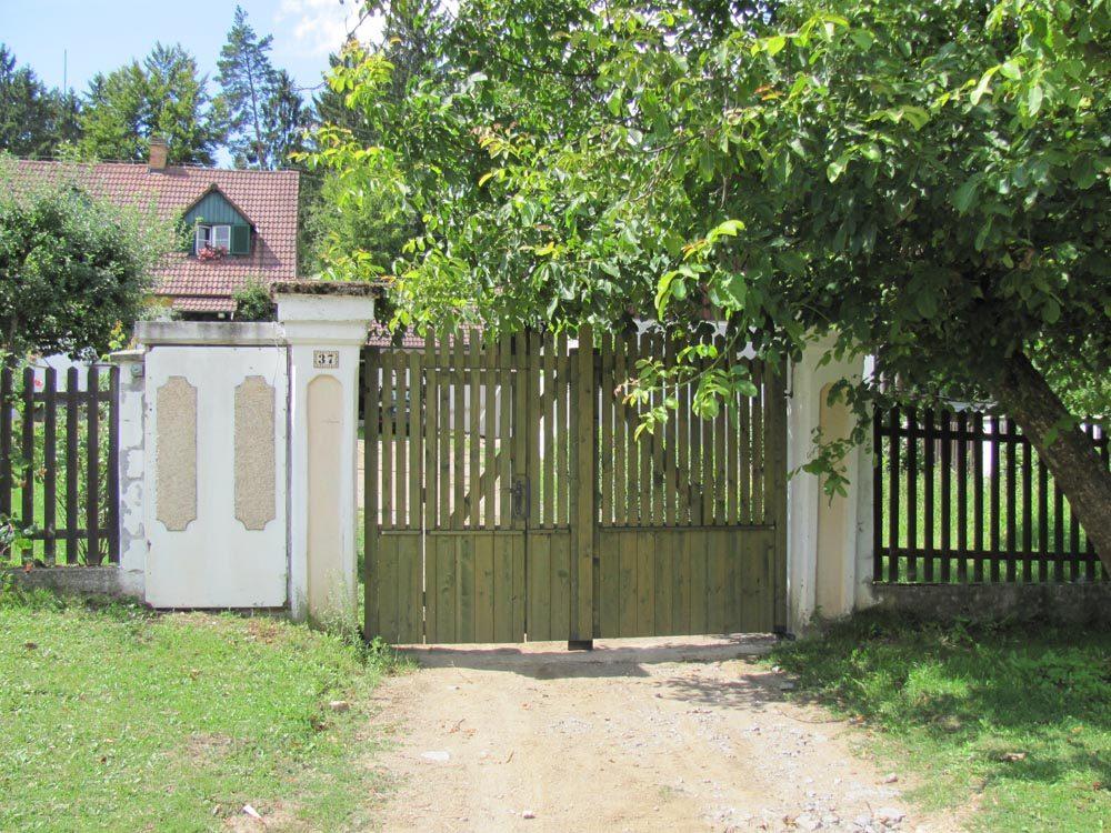 Selská vrata s brankou v křídle