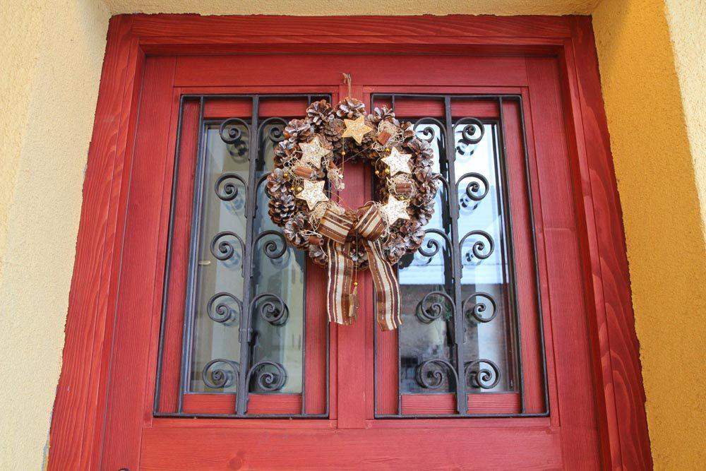 Vchodové dveře s kovanou mříží
