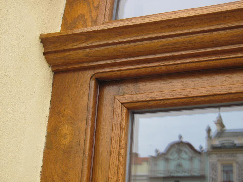 Vchodové dveře s obloukovým rámem